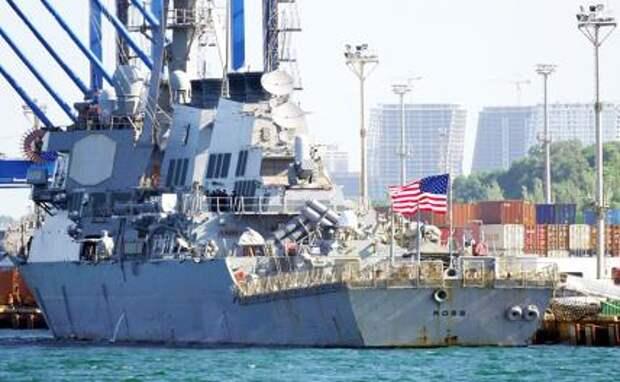 """На фото: американский эсминец Ross (""""Росс""""), прибывший для участия в многонациональных военных учениях Sea Breeze 2021 (""""Си бриз — 2021""""), в порту Одессы."""