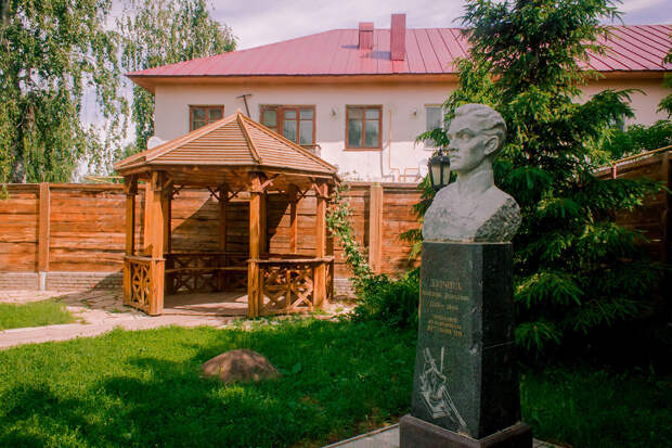Почему кавалерист-девица Надежда Дурова хотела стать мужчиной?