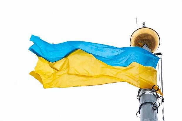 Видео уничтожения баннеров ко Дню Победы на Украине появилось в Сети