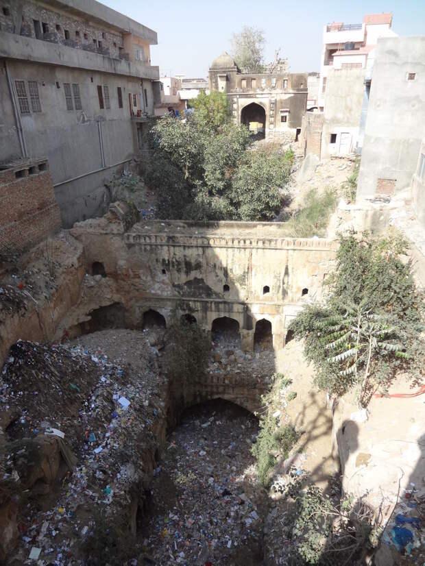Странные лестницы Индии, уходящие под землю: зачем их строили по всей стране