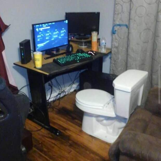 Компьютерное кресло из унитаза