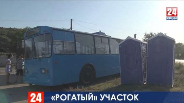 «Нас унизили»: жители Севастополя об избирательном участке в троллейбусе