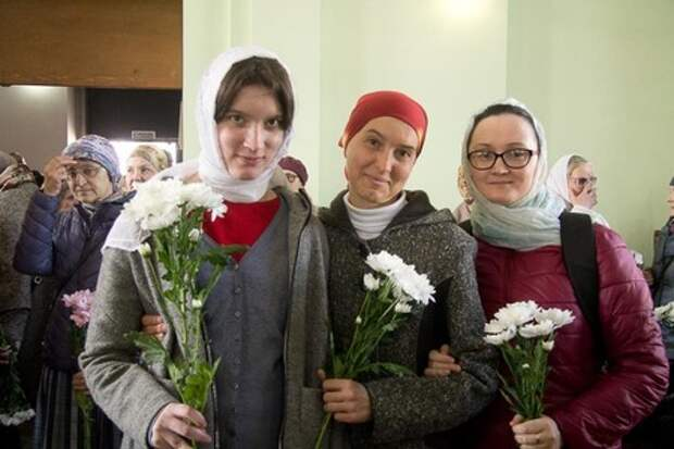 Священник рассказал, почему православным женщинам нельзя праздновать 8 Марта