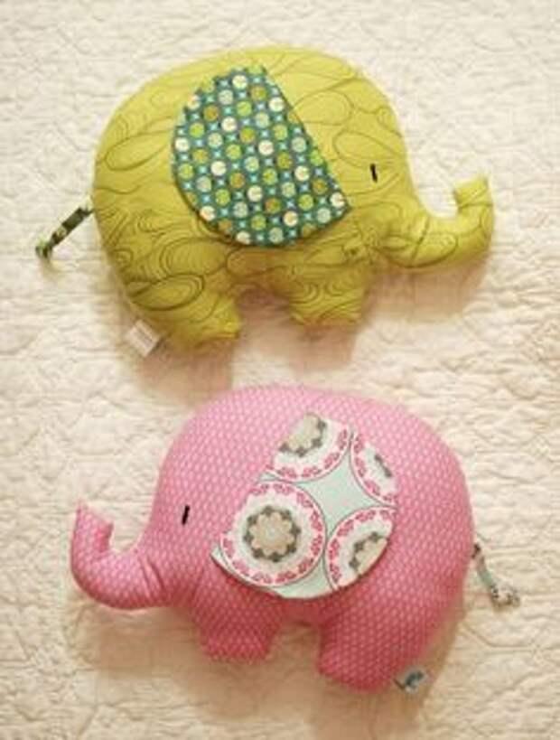 Текстильные игрушки-подушки из самых простых выкроек: 22 примеров