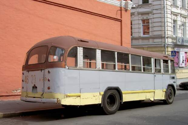 2006 год. На этом фото хорошо заметно, что задняя дверь заделана. Фото Дениса Медведкова ЗИЛ-158В, авто, автобус, зил, лиаз, олдтаймер, реставрация, рето автобус
