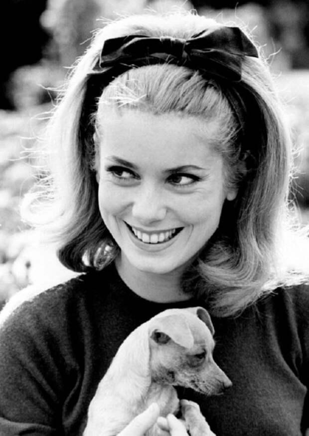 Французская актриса, которая приобрела статус звезды после каннского триумфа музыкального фильма «Шербурские зонтики».
