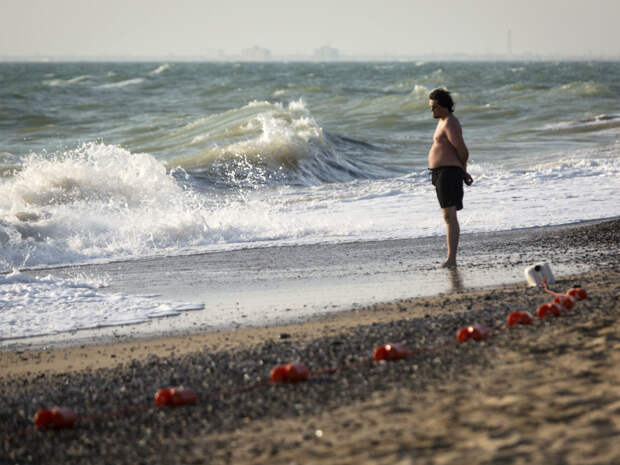 Вирусолог рассказал, как обезопасить себя на пляже