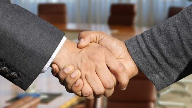 Американец только после переезда в РФ узнал, что такое настоящее мужское рукопожатие