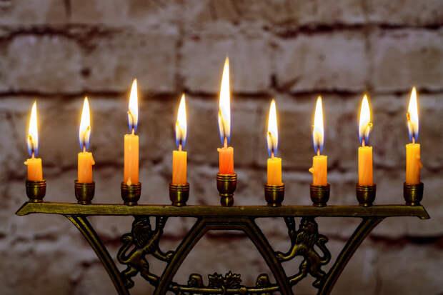 Благодатный огонь доставят из Израиля в Москву накануне Пасхи