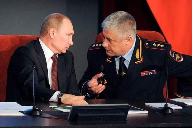 Чтобы вывести себя из-под удара, глава МВД Колокольцев попросил Путина уволить генералов Пучкова и Девяткина