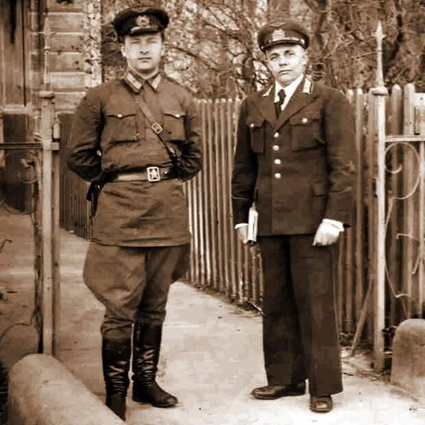 Командир 148-го ИАП майор Г.Н. Зайцев и его заместитель по политической части батальонный комиссар Г.М. Головачёв. Лиепая, 1940 год - «Сталинские соколы», которые никуда не улетали   Warspot.ru