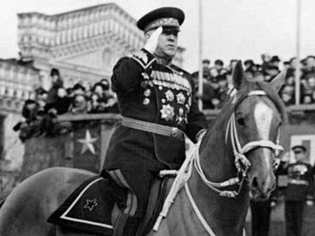 Как «Мальчик» на параде сбросил маршала Жукова