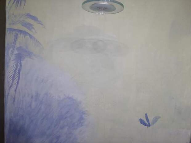 Светло-сиреневым тоном рисуем тени будущих листьев. Фото автора