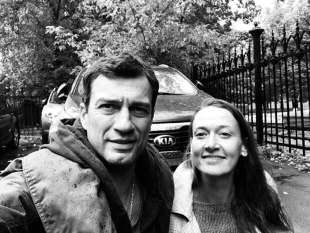 Почему фотография актера Андрея Чернышова с супругой расстроила поклонников