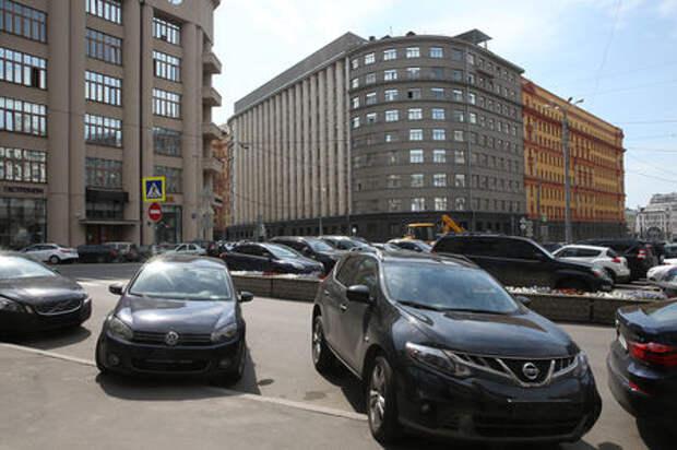 За парковку автомобилей без номеров будут лишать прав