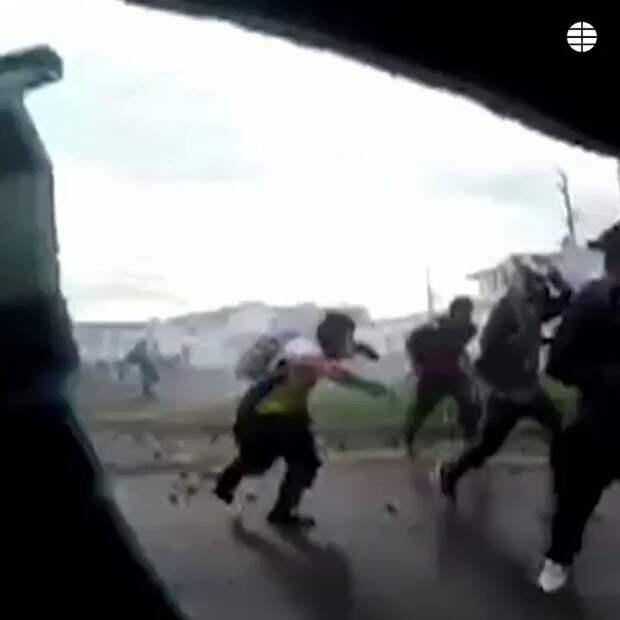 В Колумбии танк наехал на демонстранта
