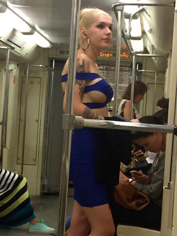 Нескромное платье.