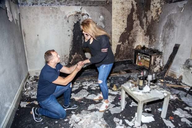 Горячая любовь: парень сжег квартиру, делая любимой предложение руки исердца