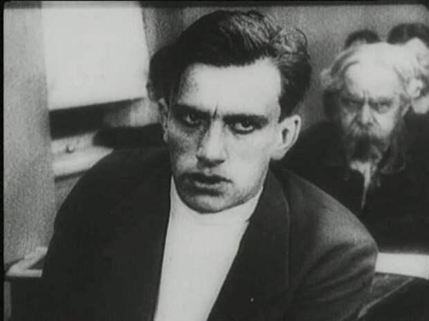 Посмертный снимок Владимира Маяковского: почему его скрывали