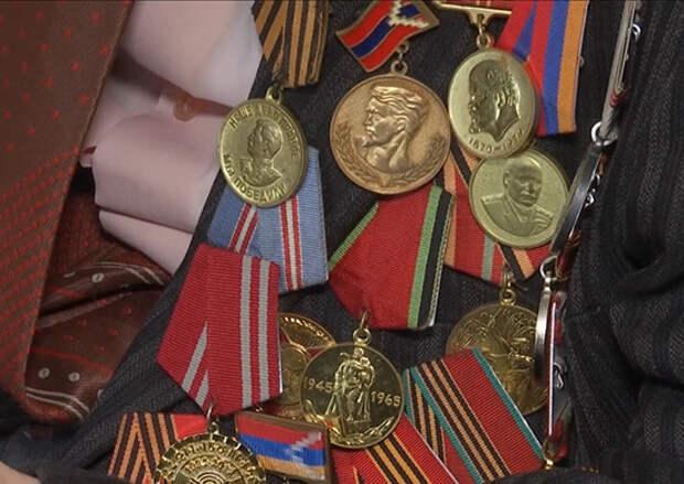 Командование российского миротворческого контингента в Нагорном Карабахе поздравило ветеранов Великой Отечественной войны