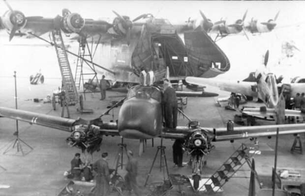 Летающий кит - Мессершмитт 323 Gigant в 26 фотографиях