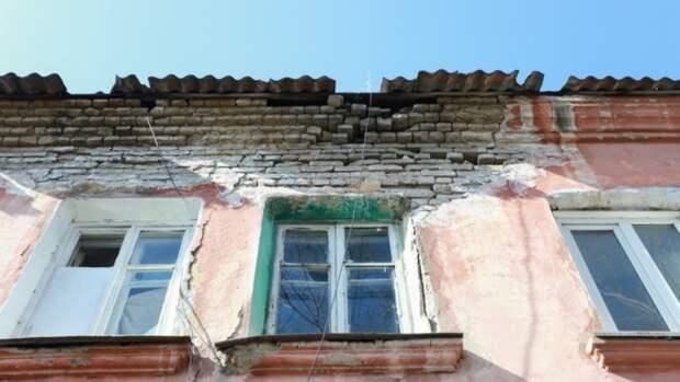 Жильцов 11 опасных аварийных домов в Барнауле могут экстренно расселить