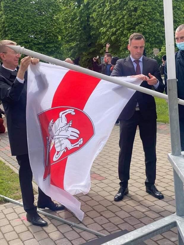 Замена флага в Риге