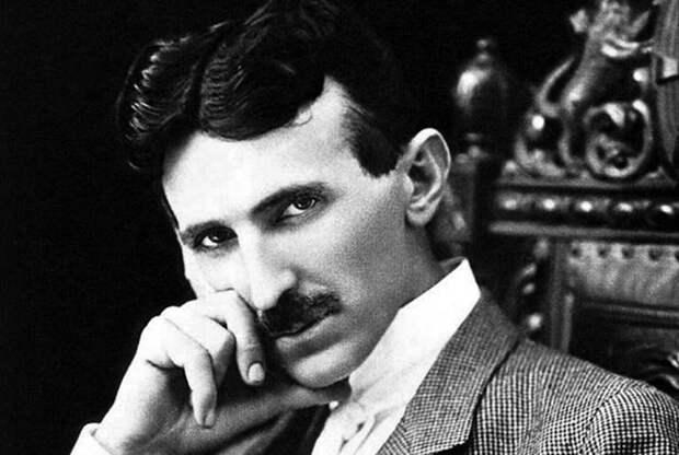 Тесла собрал первую в мире радиоуправляемую модель.