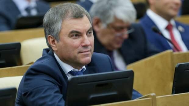 Володин указал на желание ЕП создать негативный фон перед встречей Путина с Байденом