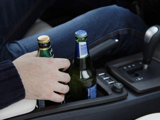 Вообще пить в машине в принципе не стоит. |Фото: 64parallel.ru.