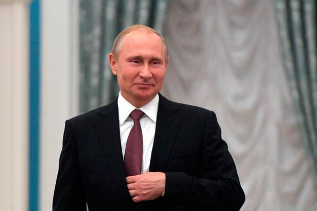 Путин, крайне неэффективный менеджер, который не сумел развернуть нашу экономику в течении 20-ти лет