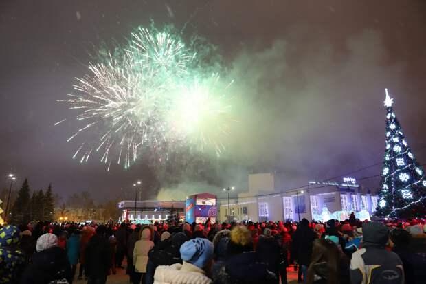 В новогодних гуляниях на Центральной площади Ижевска приняли участие больше 100 тыс человек