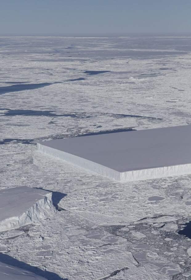 Спутник снова нашел в Антарктиде следы инопланетян.