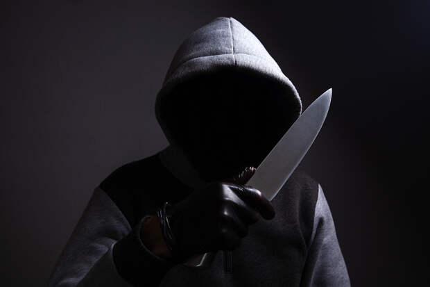 Неизвестный напал с ножом на школьницу в Петербурге