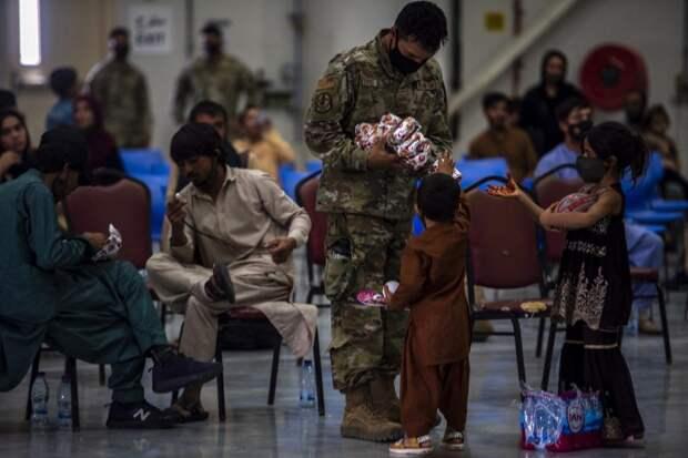 США не может расселить афганских беженцев