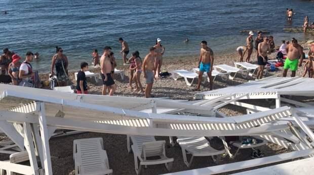 Рухнувший на пляже парка Победы навес разбил голову женщине