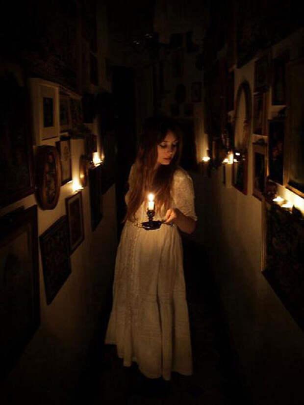 Откуда к нам пришло выражение «держать свечку»