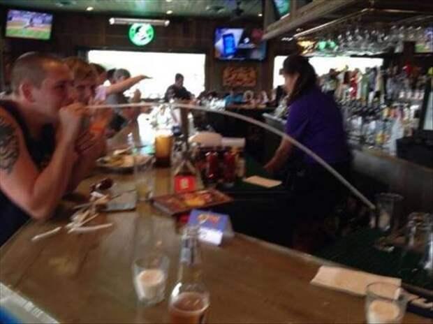 Длинная трубочка в баре