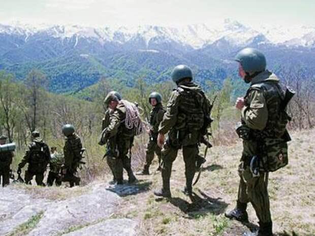 Марш военнослужащих ВВ в горах Кавказа