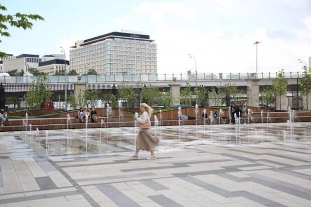 «Сухой» фонтан в Беговом спасет от жаркой погоды
