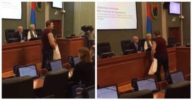 Ветеран труда «отблагодарил» депутатов двумя рулонами туалетной бумаги за прибавку в 21 рубль (1 фото + 1 видео)