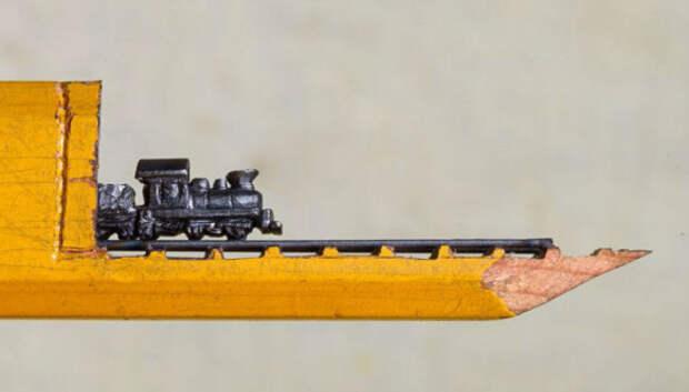 Художница вырезает из карандашных грифелей крохотные шедевры