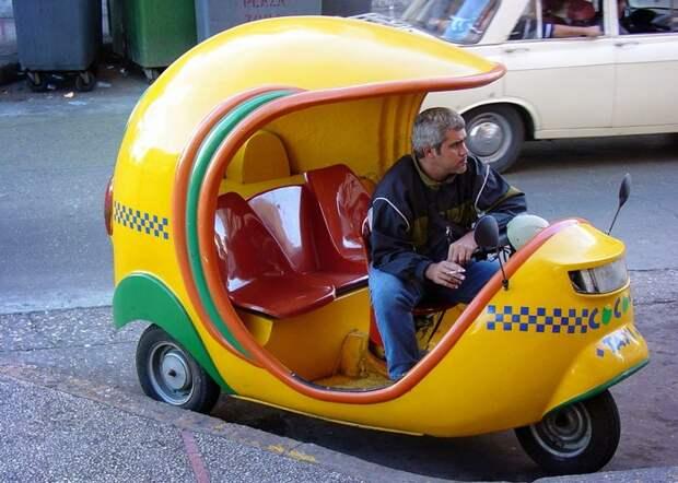 Социальная норма: сидеть на переднем сиденье такси.