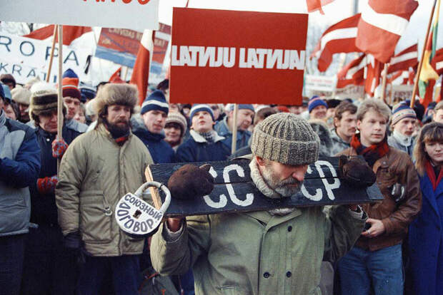 Почему бывшие советские республики через 30 лет после развала СССР так и не обрели самостоятельность?