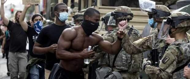 Темнокожий глава Пентагона начал борьбу с белыми расистами в армии США