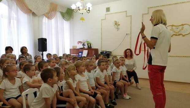 Мастер спорта по легкой атлетике провела зарядку в детсаду Подольска