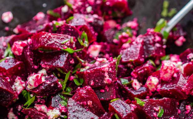 Свекольный салат на каждый день: нужна только свекла, лук с чесноком и немного орехов