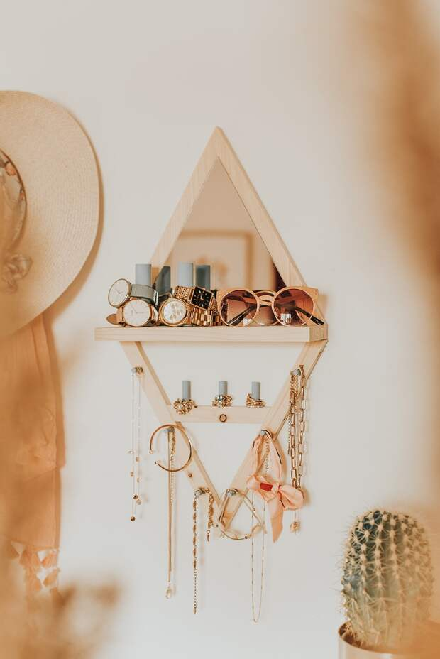 Практичная и красивая идея деревянного органайзера для украшений