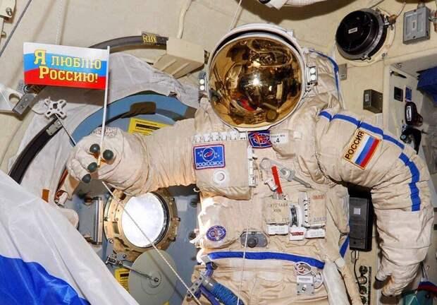 Космонавтам повысили зарплату до 500 тысяч рублей