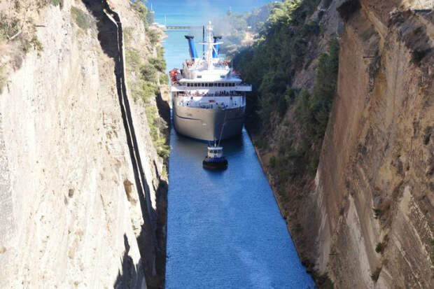 Капитан, мы не пролезаем: Самый узкий канал в мире, где может легко застрять корабль